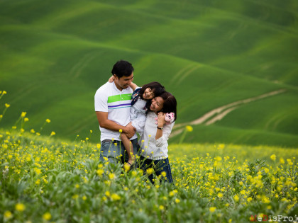 Family portrait photography | Photo session in Tuscany | Val d'Orcia