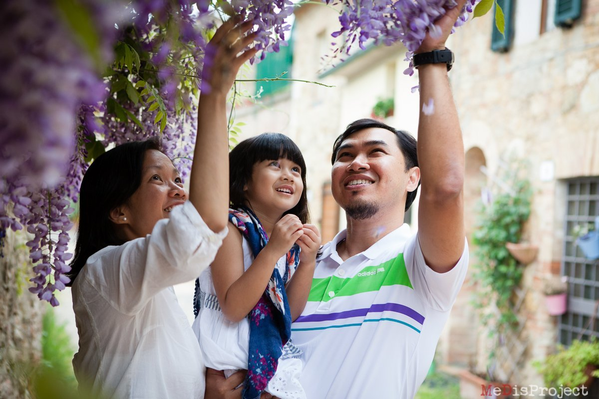 Family photos under wisteria flowers