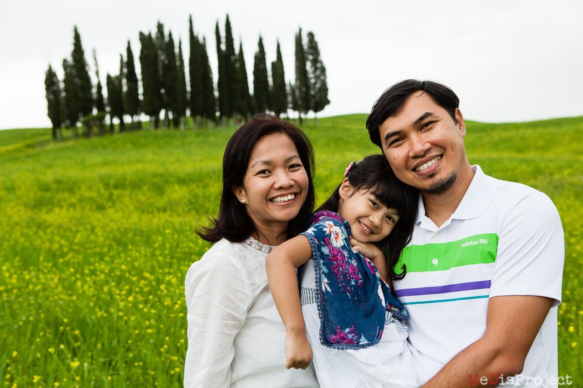 San Quirico photo session for a Singaporean family