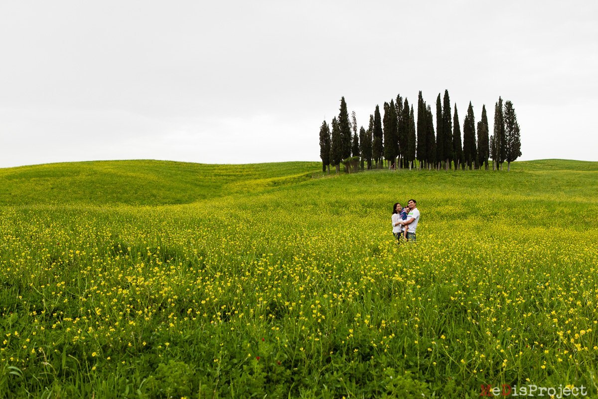 A springtime photo session in the fields around San Quirico d'Orcia