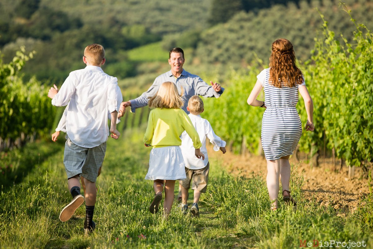 fun family photo activities while in Tuscany