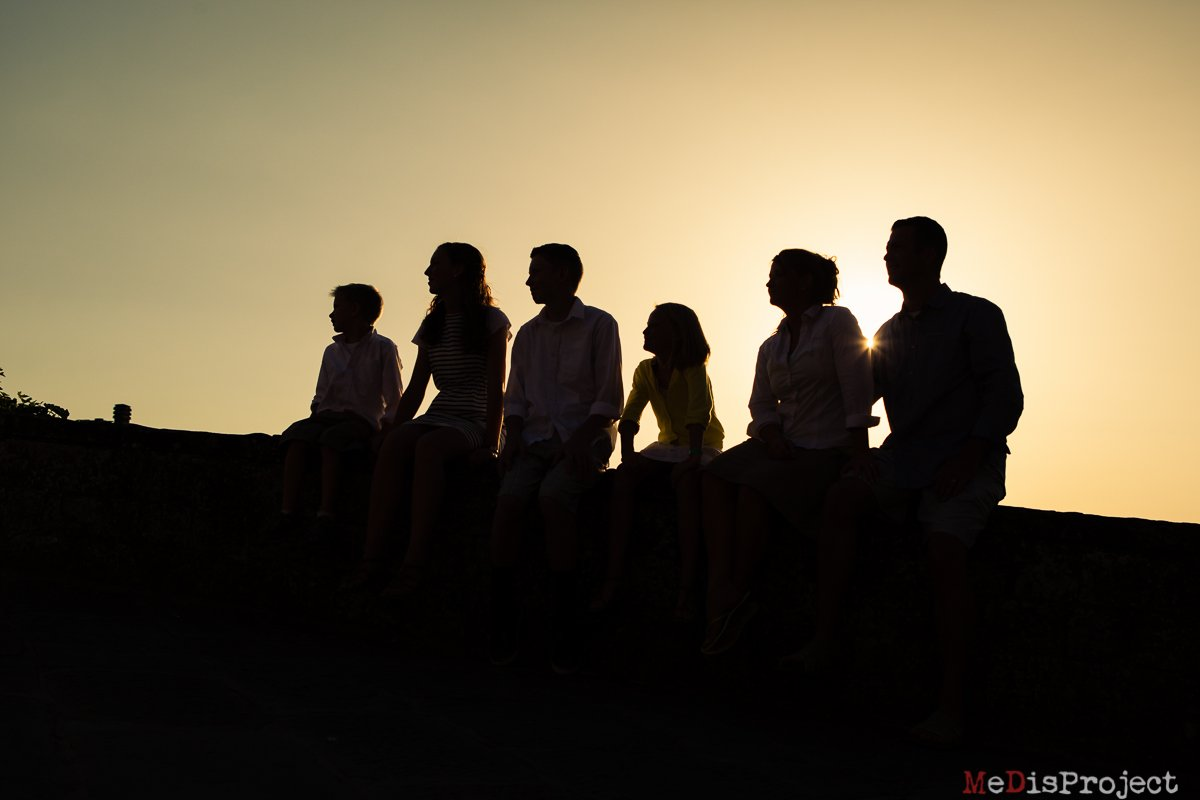 family of five silhouette at sunset in vinci
