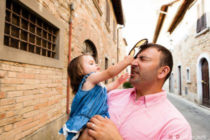 Family Portraits Photography in Tuscany | Photo session in Barberino Val d'Elsa