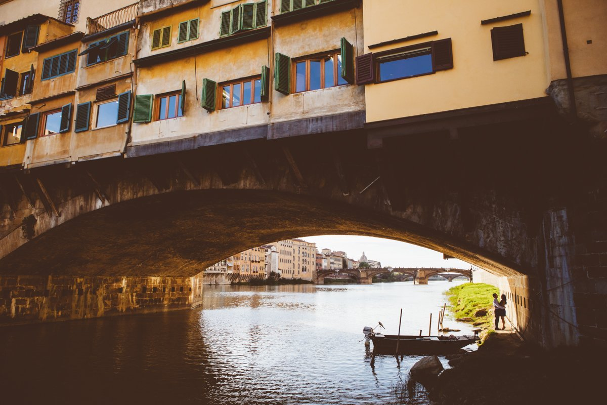 Secret love story photo session in Florence