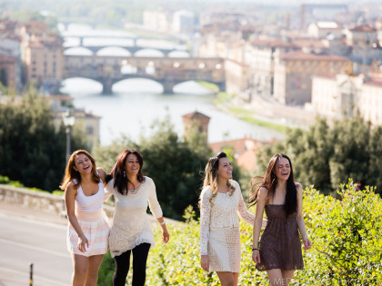 Mother and daughters in Florence | A Family portrait