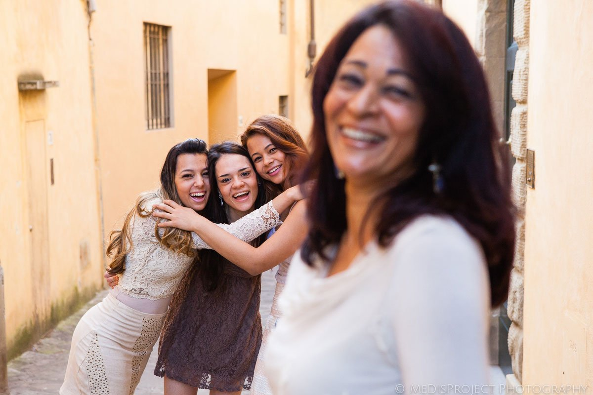 Mother and daughters photo session in Tuscany