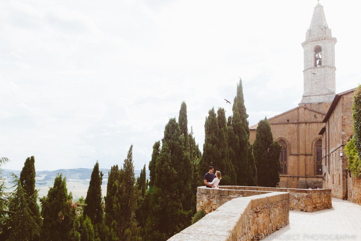 a couple in Pienza