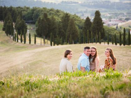 Family portrait session | Taking photos around Certaldo