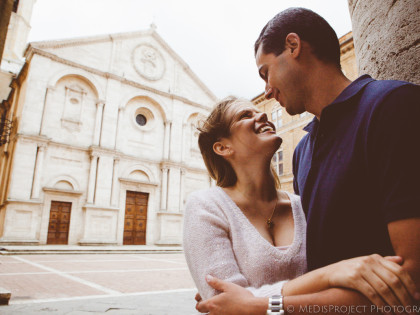Love story photo session in Pienza | Romantic pictures in Val d'Orcia