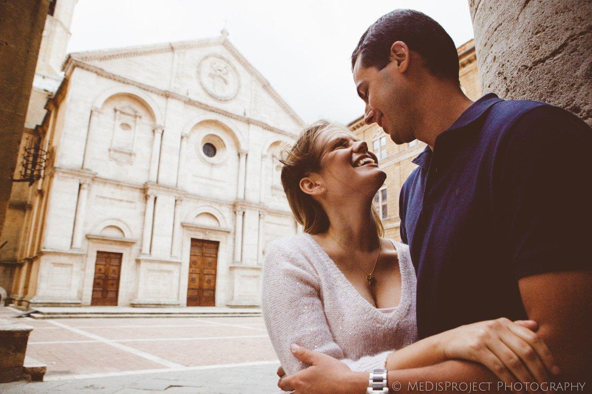 a romantic couple in Pienza