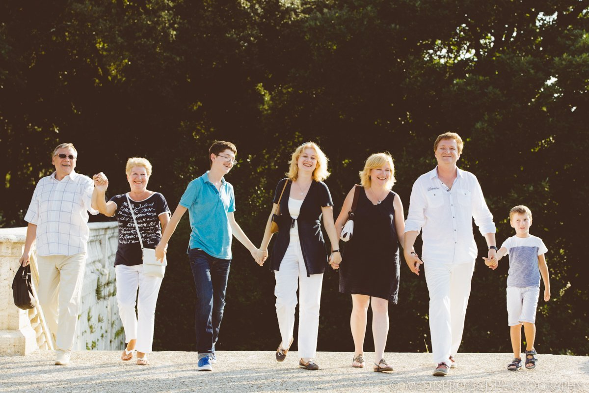 a big family photo shoot in Florence