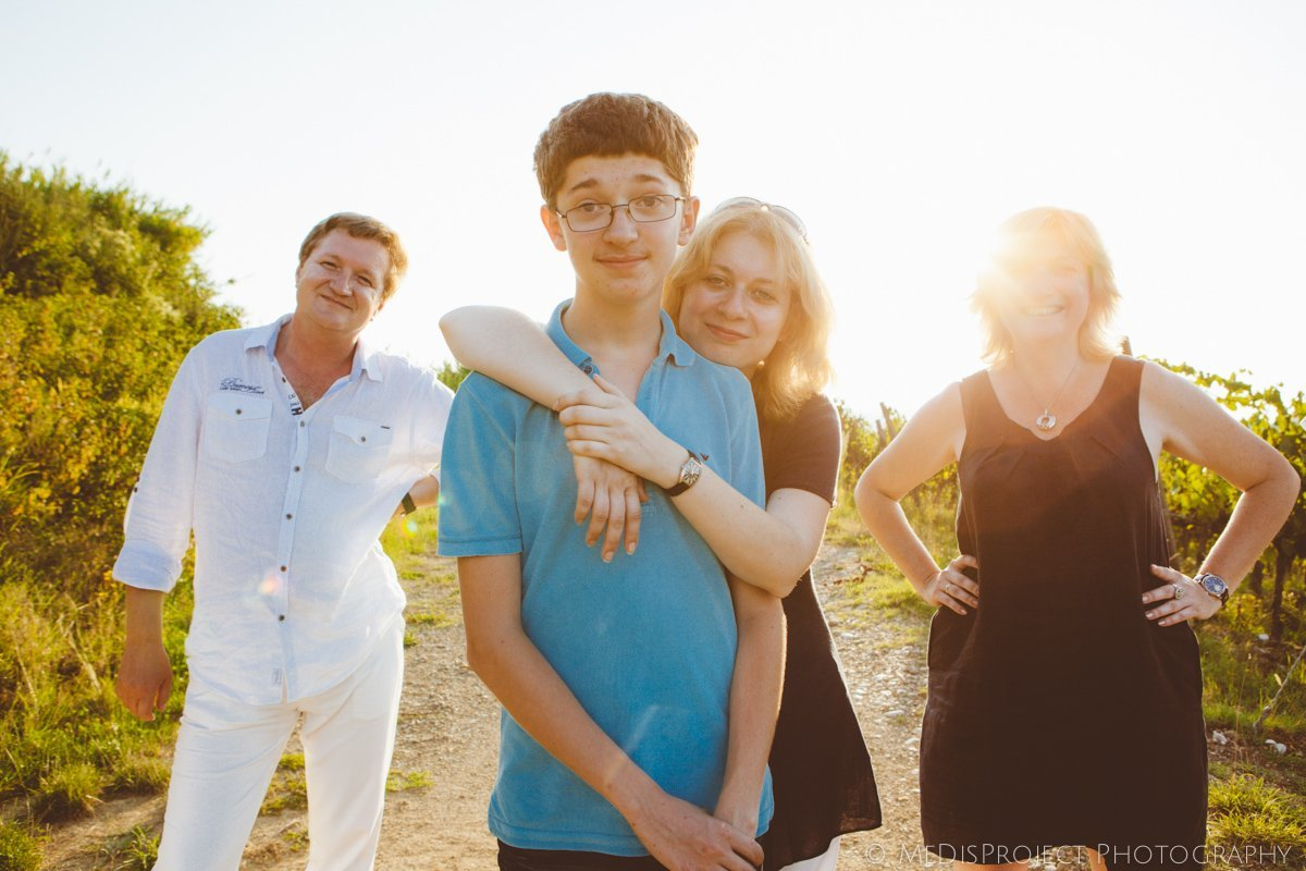 a large family photo shoot in Tuscany