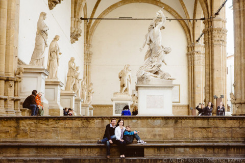 family portrait under loggia dei lanzi in florence