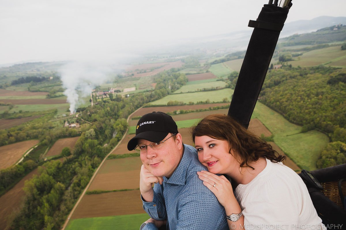 couple on a hot-air balloon with tuscany ballooning