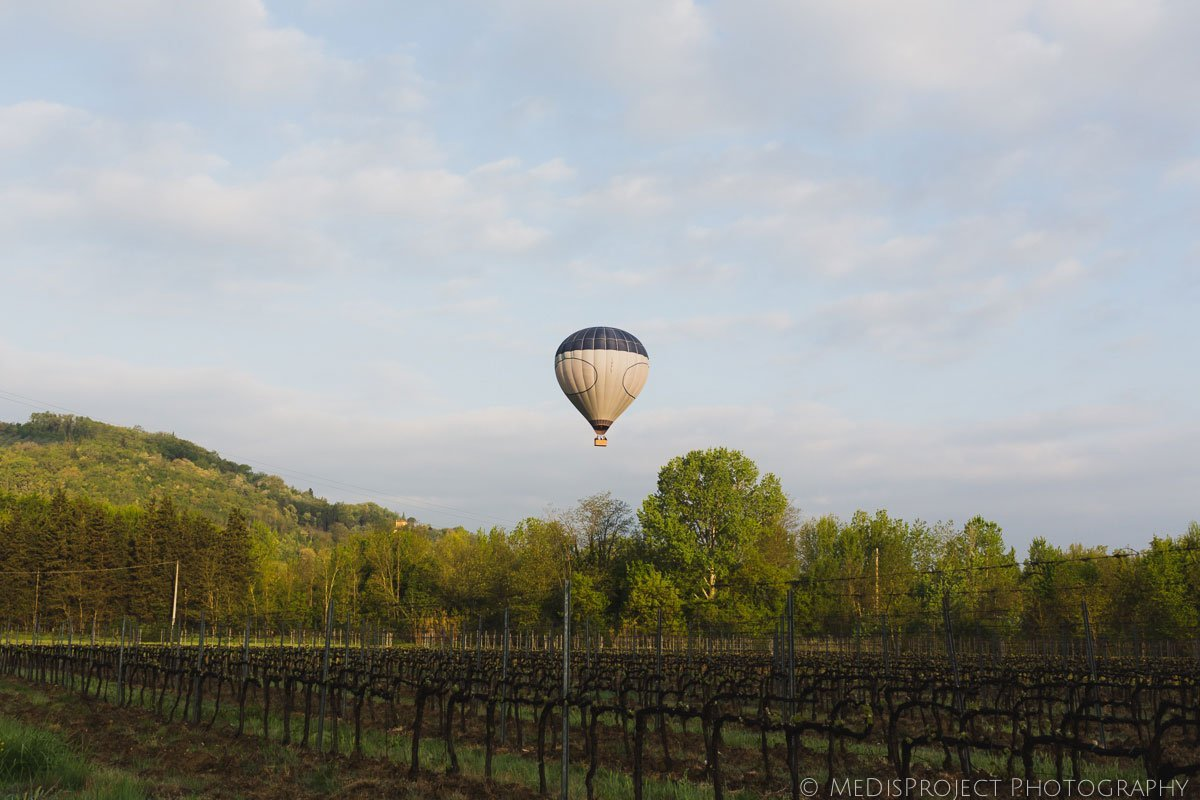 early morning flight with hot-air balloon with tuscany ballooning