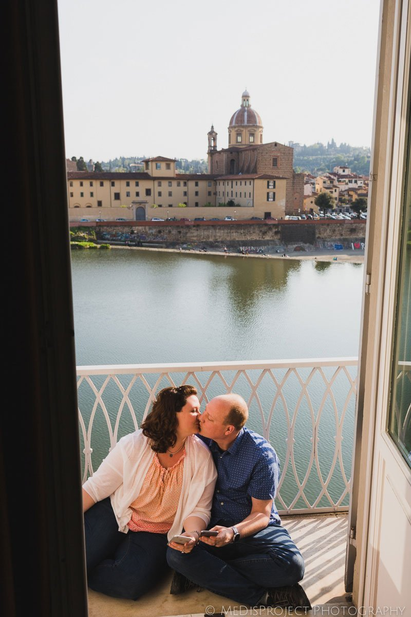 couple kissing on a balcony in florence