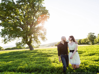 Pre-wedding photo session in Tuscany | Romantic stroll in Val d'Orcia