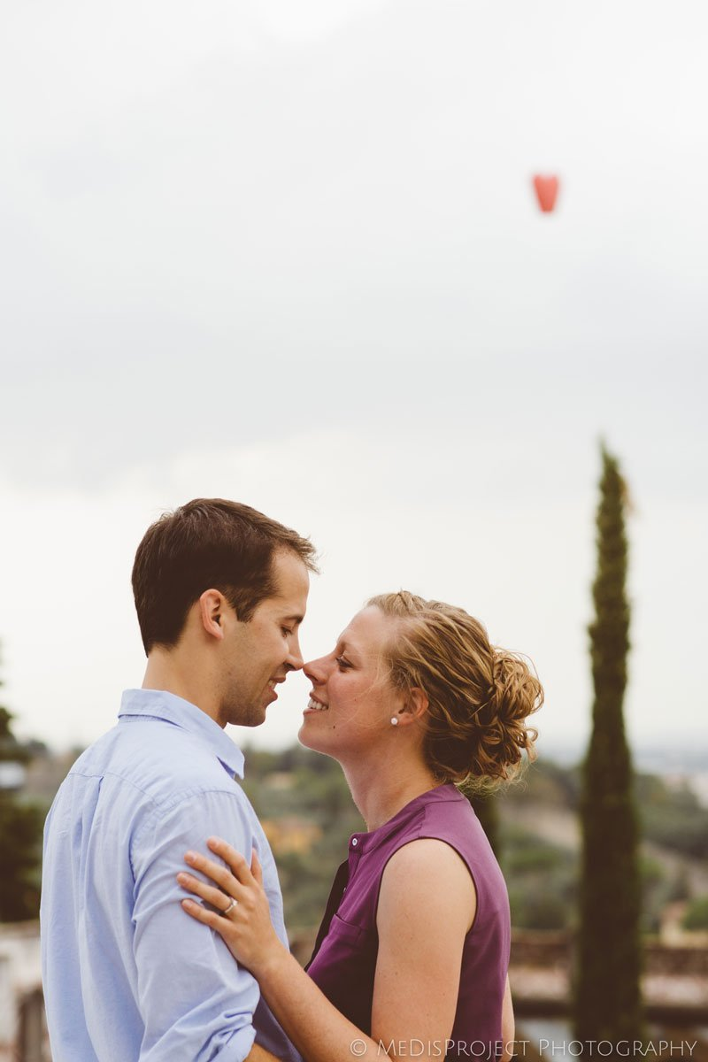 11_surprise marriage proposal photo session in Tuscany