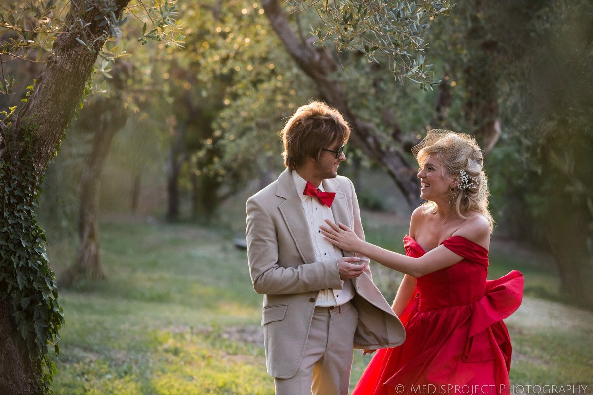 alternative wedding in Tuscany bride and grooms in the olive grove