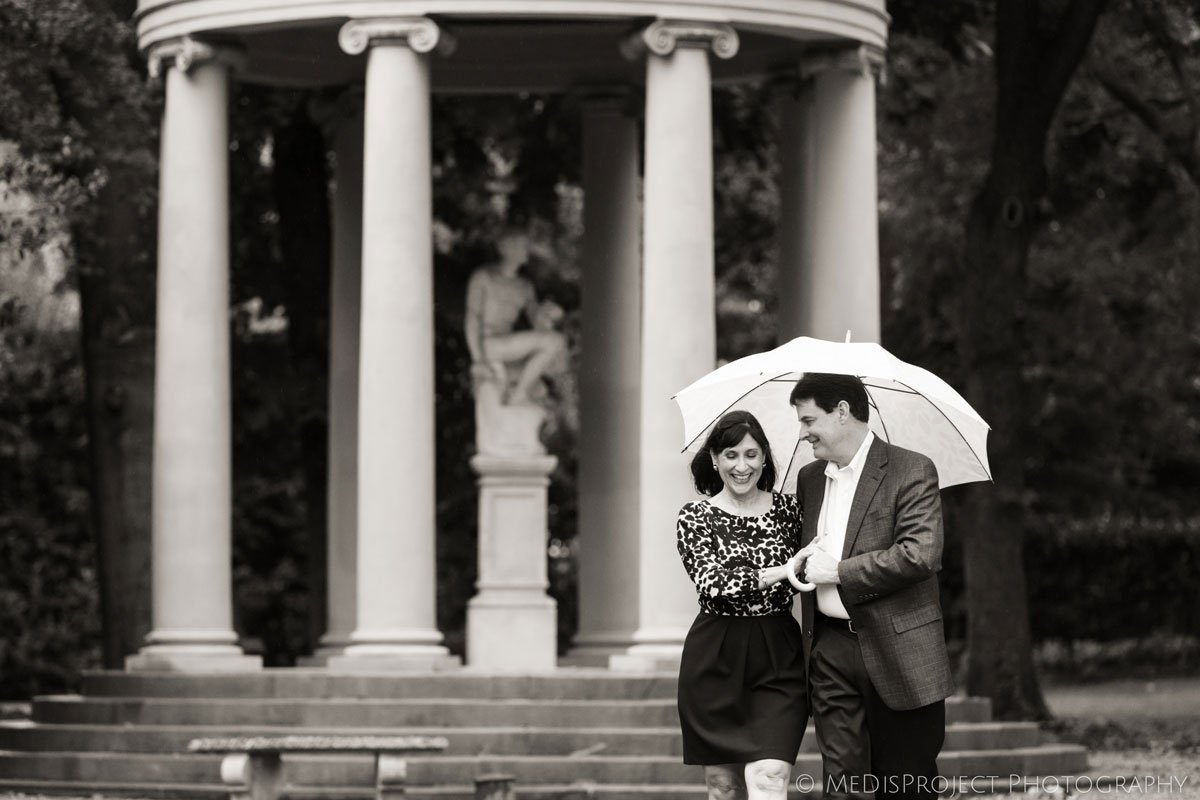 anniversary photo session during a rainy day in Florence