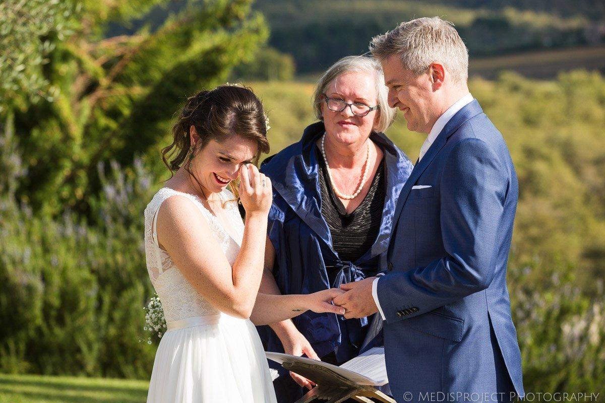 Emotions during an outdoor wedding ceremony at Casa Cornacchi, Bucine