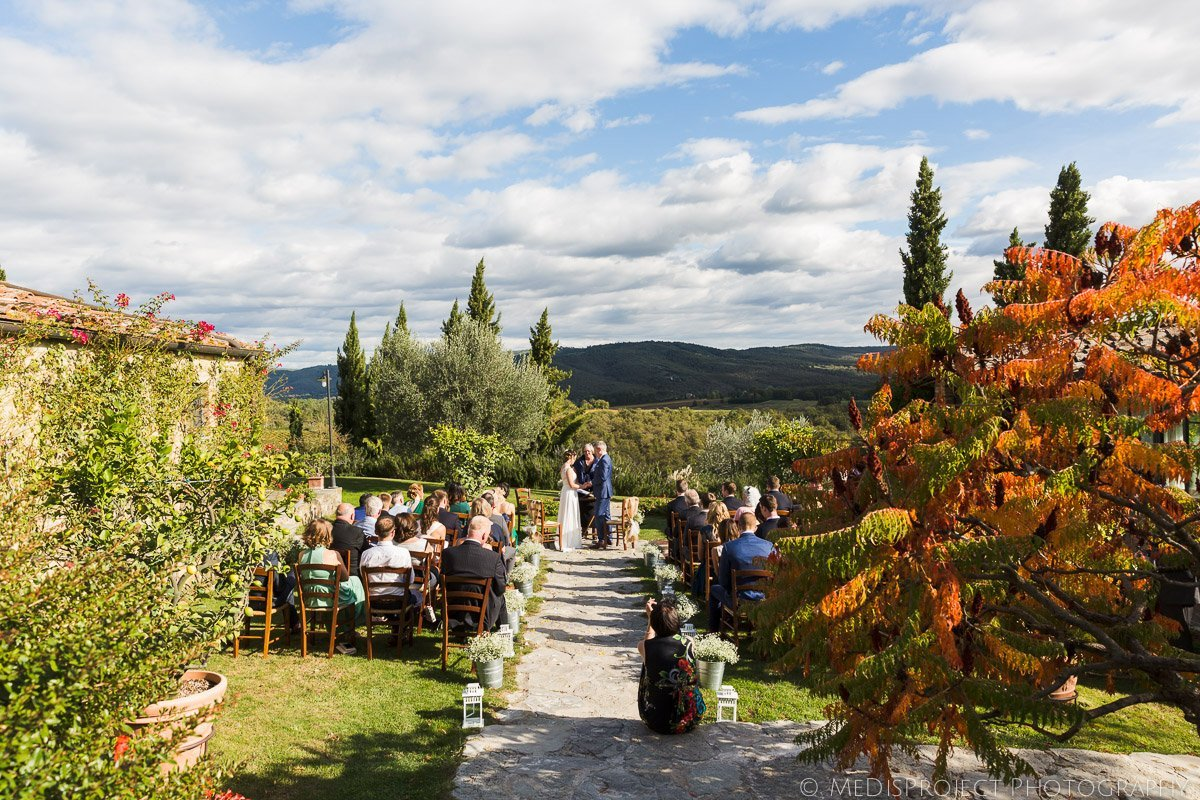 Outdoor wedding ceremony at Casa Cornacchi, Bucine in autumn