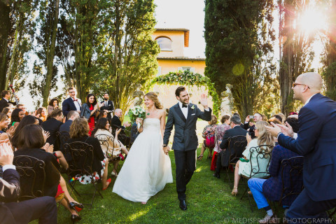 outdoor ceremony ends in Villa Tavernaccia