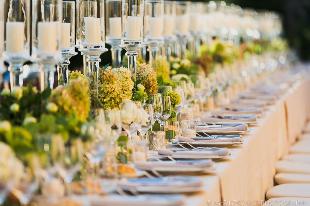 stylish wedding table decorations with creamy colors
