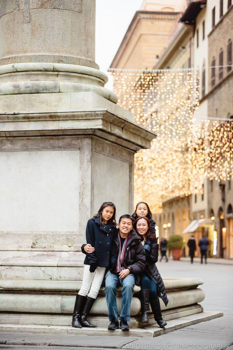 Family portrait during Christmas time in Florence