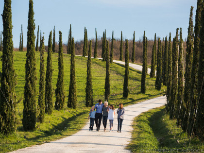 Family Holiday in Tuscany | Family portrait photo session in Italy