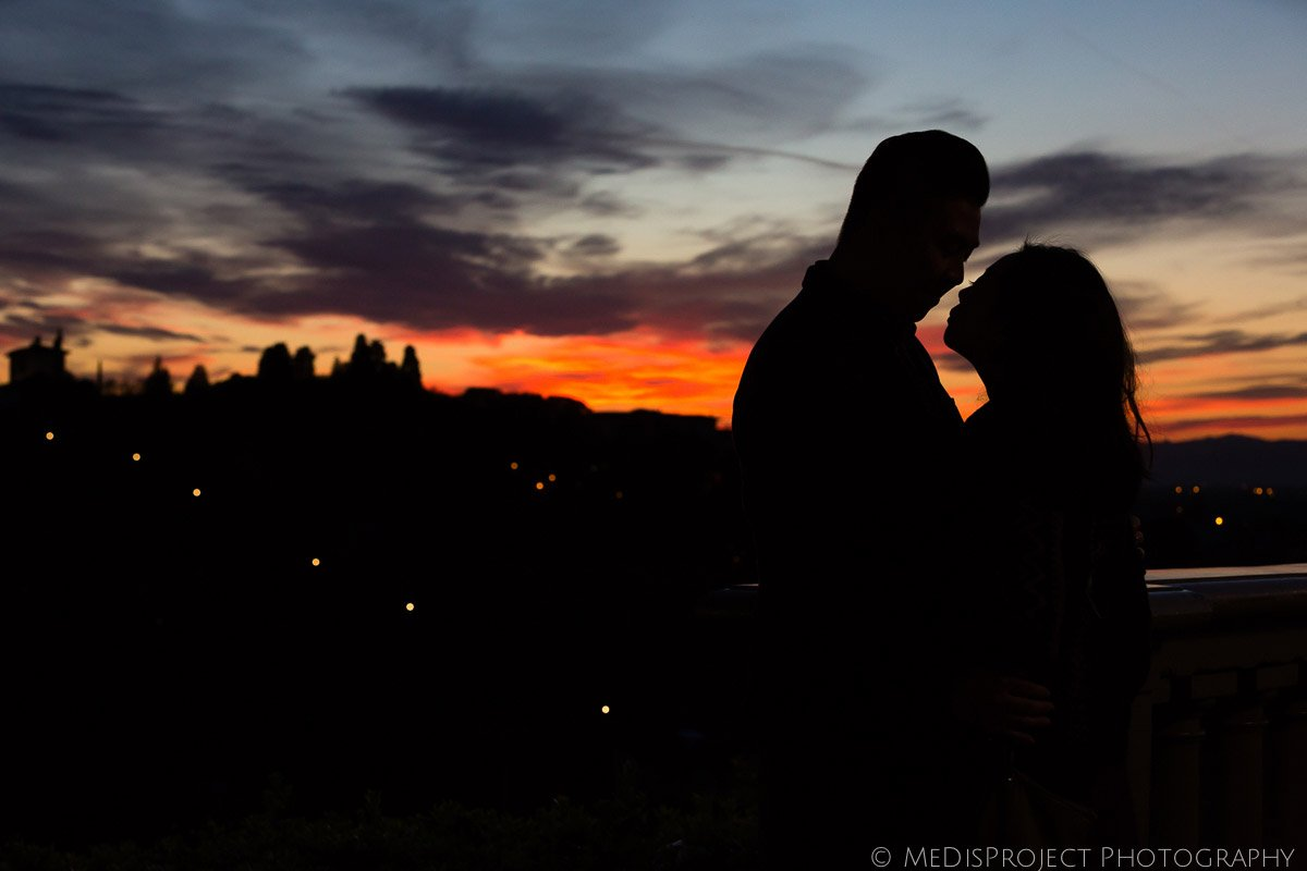 golden hour romantic photo session at sunset in Florence