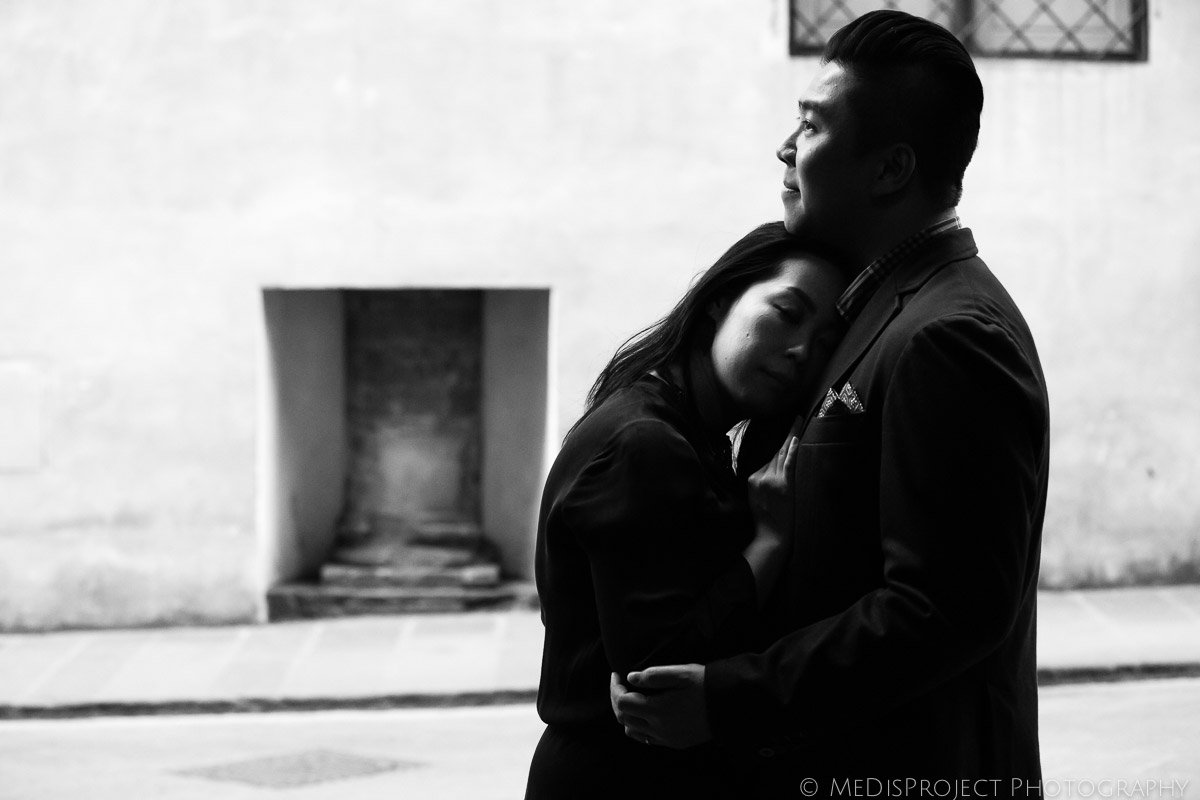 black and white romantic photo in Florence