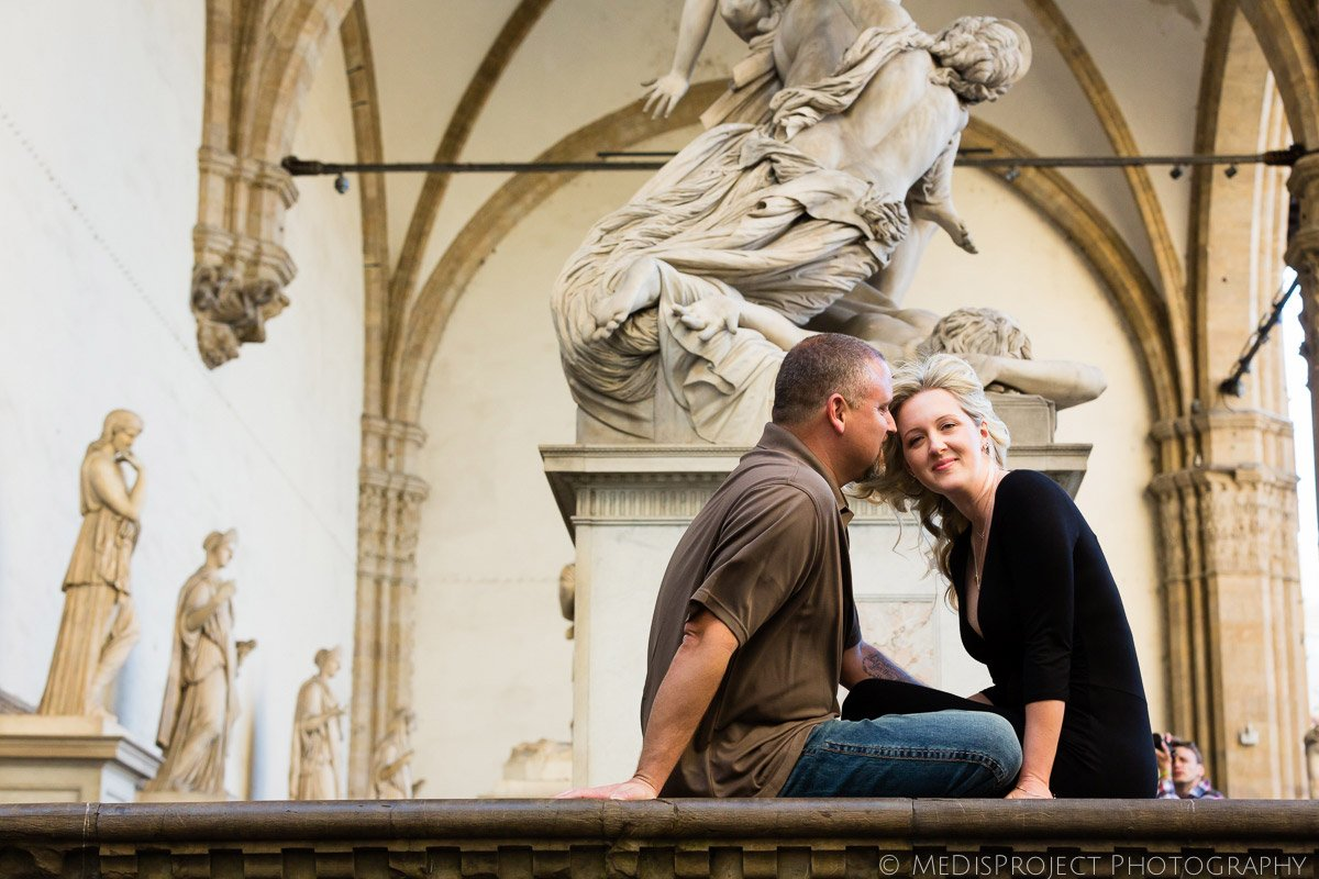 romantic photo session surrounded by art and history in Florence