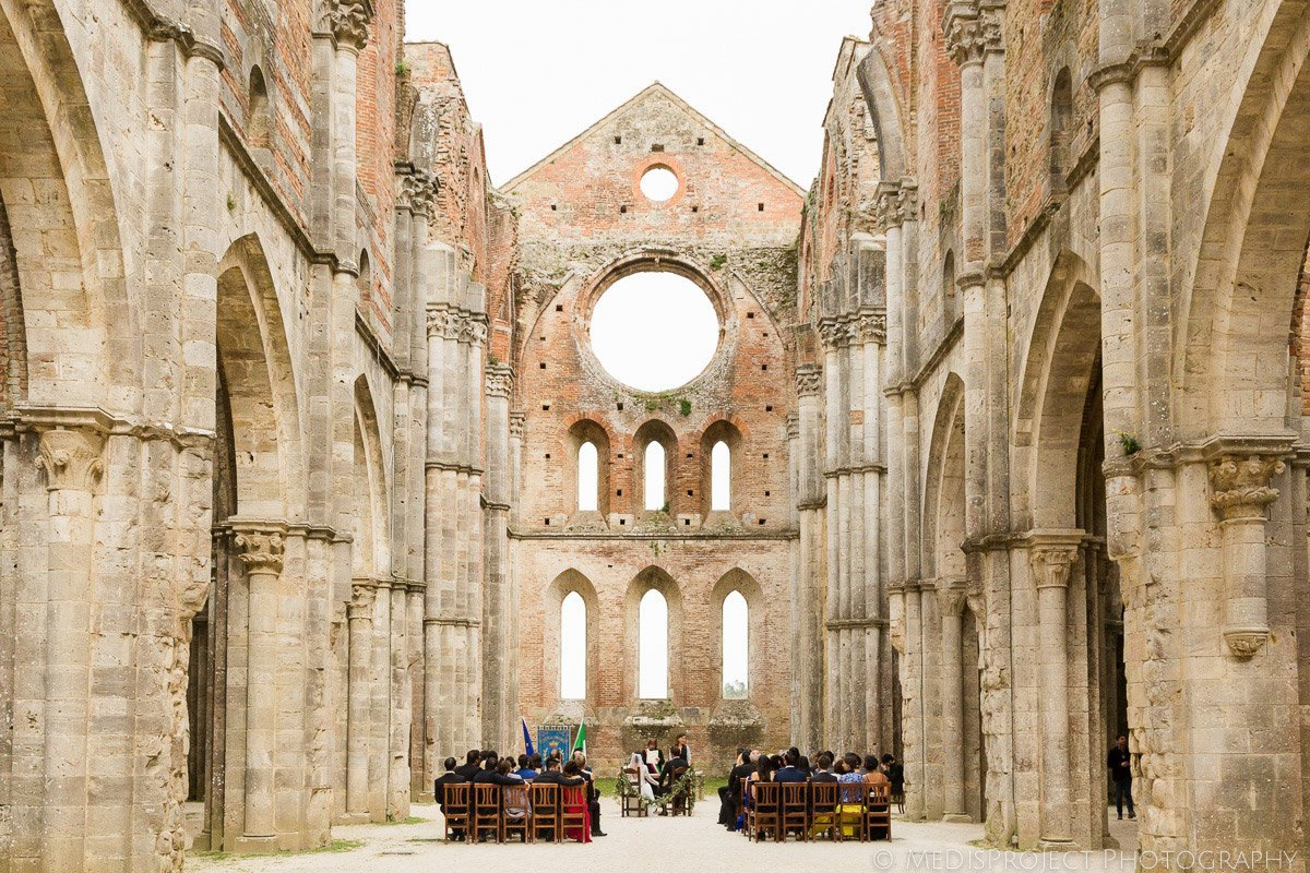 San Galgano Countryside wedding in Italy