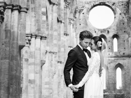 Intimate countryside wedding in Tuscany | Getting married at San Galgano