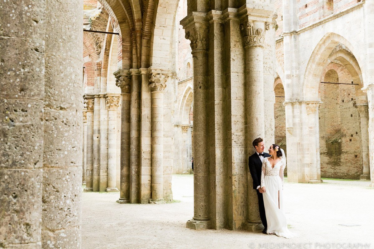 Intimate wedding photos in San Galgano roofless church