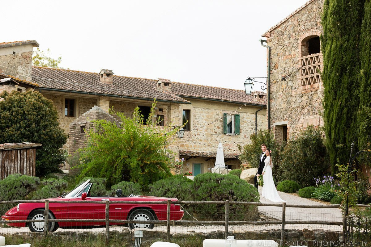 red vintage wedding car Alfa Romeo in Tenuta Papena