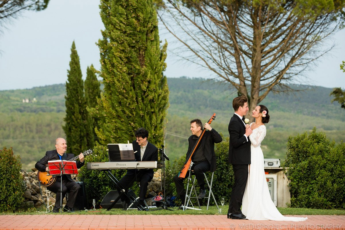 bride and groom first dance at Tenuta Papena, Tuscany