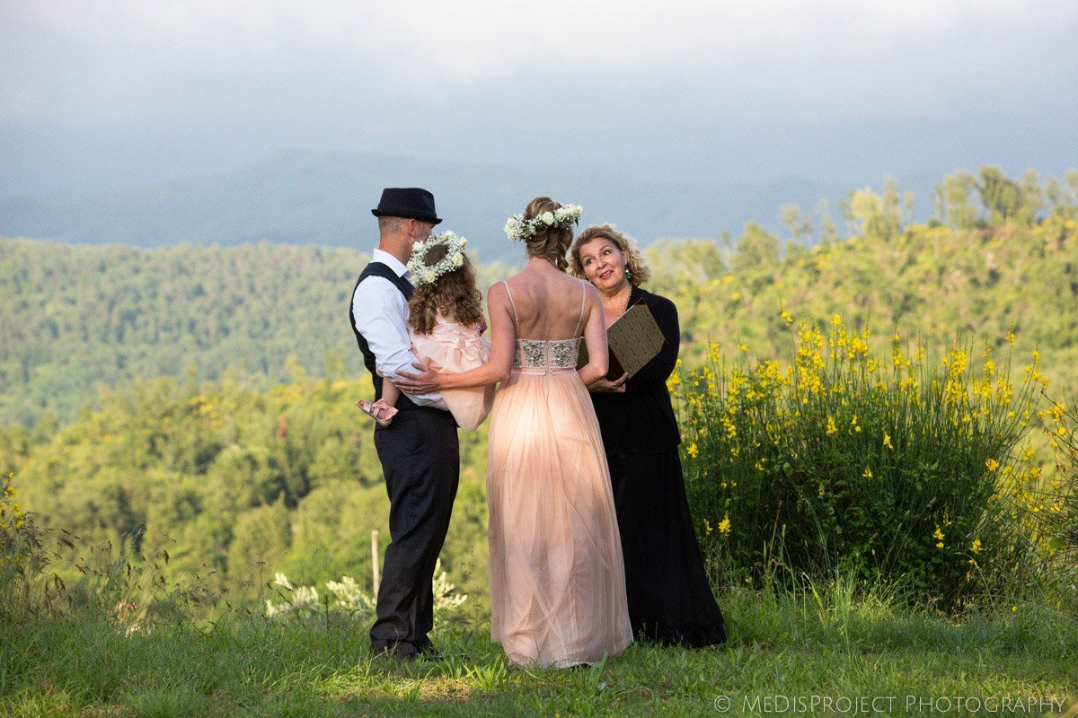 symbolic elopement ceremony in Tuscany with Jo Bertolino