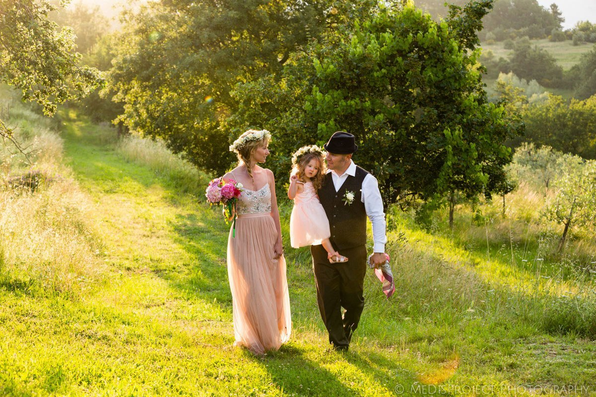 intimate countryside elopement with a little family of three