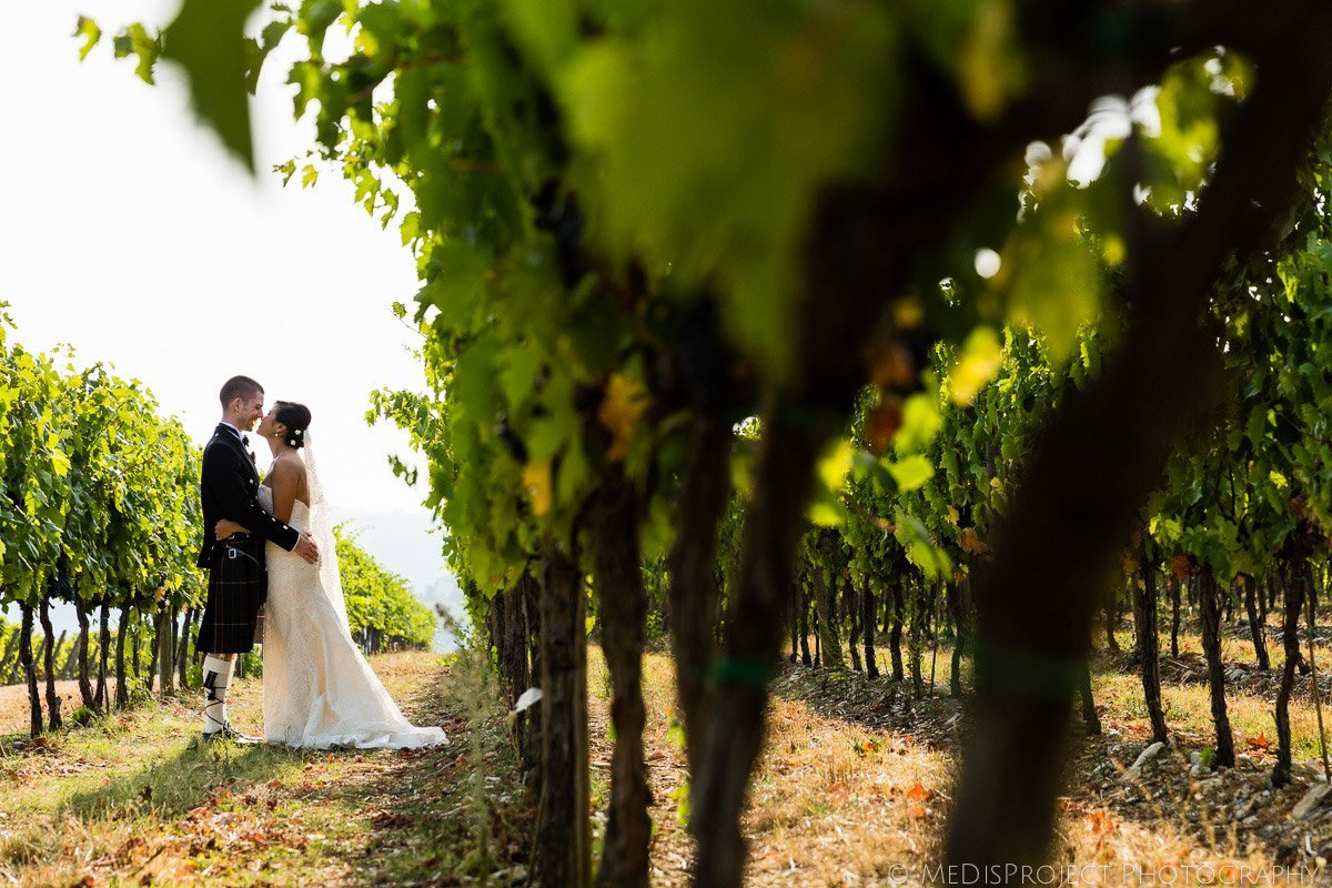 bride and groom hugging in a Tuscan vineyards