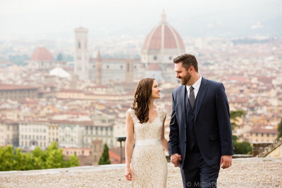 Honeymoon photo session in Tuscany