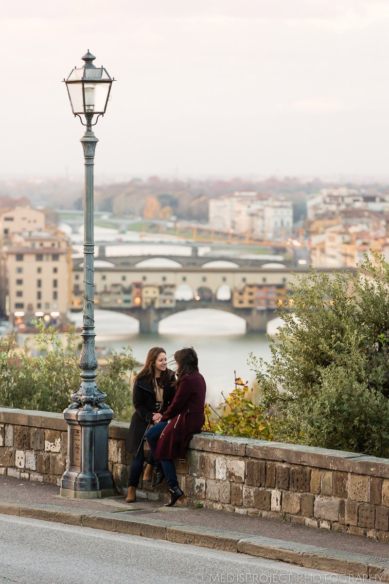 Same-sex romantic photo session in Florence