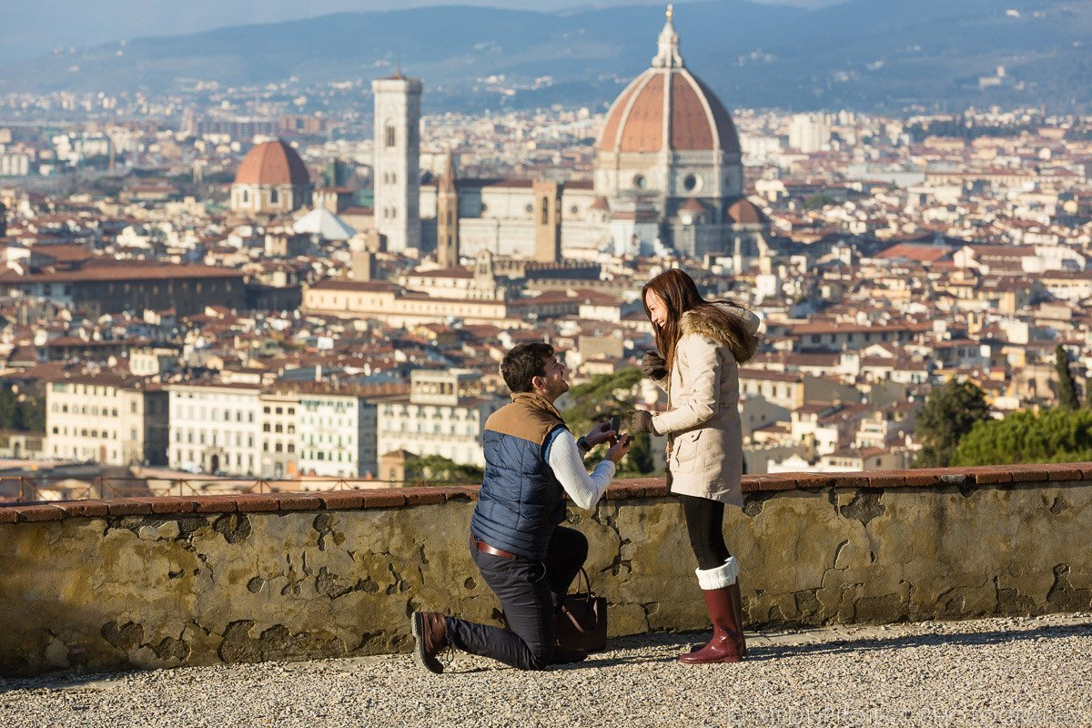 Romantic marriage proposal in Florence