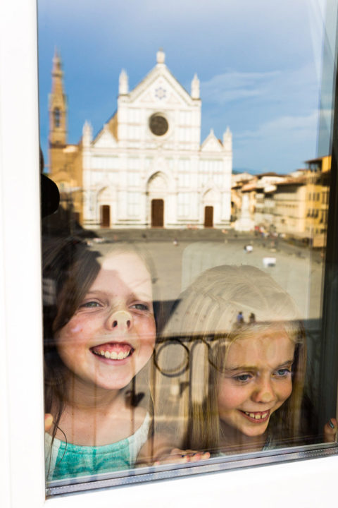 candid family photo sessions with kids in Florence
