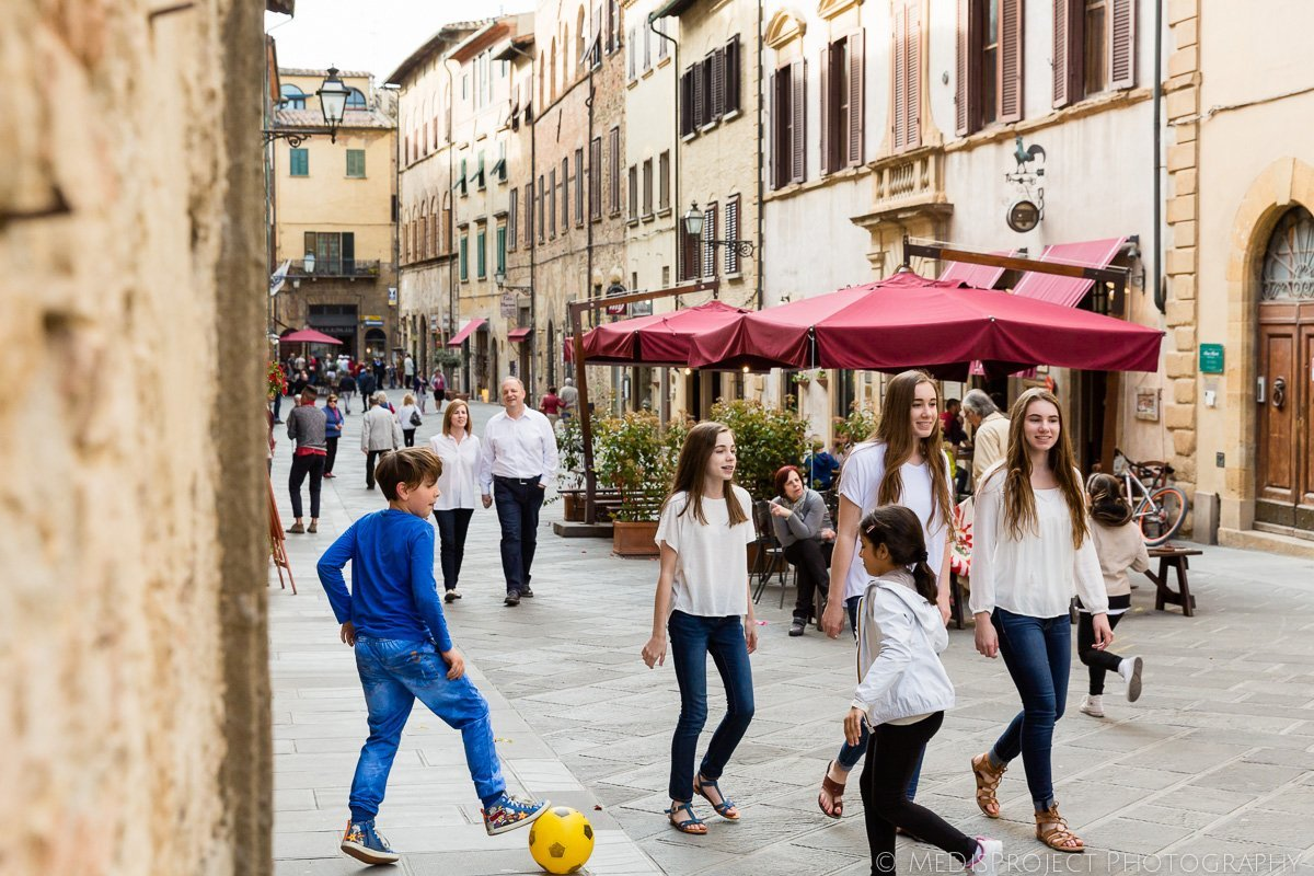 Family vacation photographers in Volterra