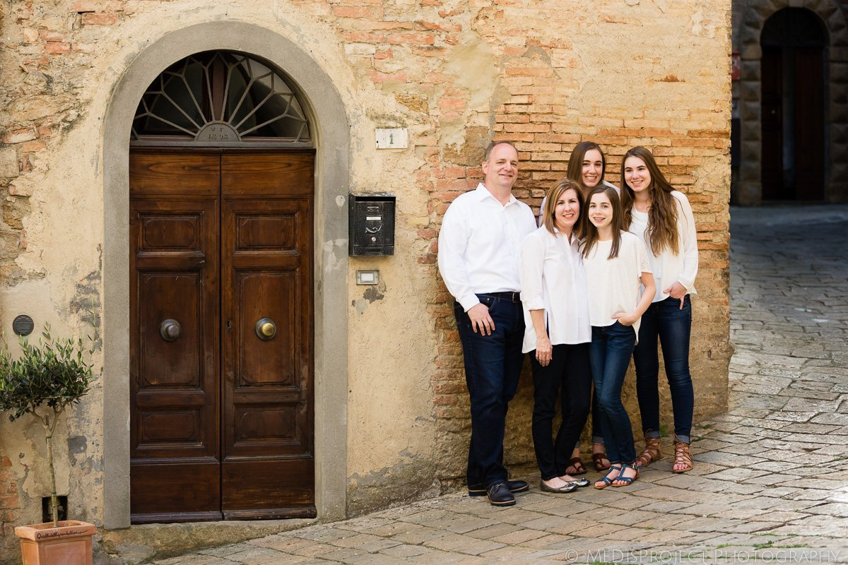 Family vacation photo service in Volterra