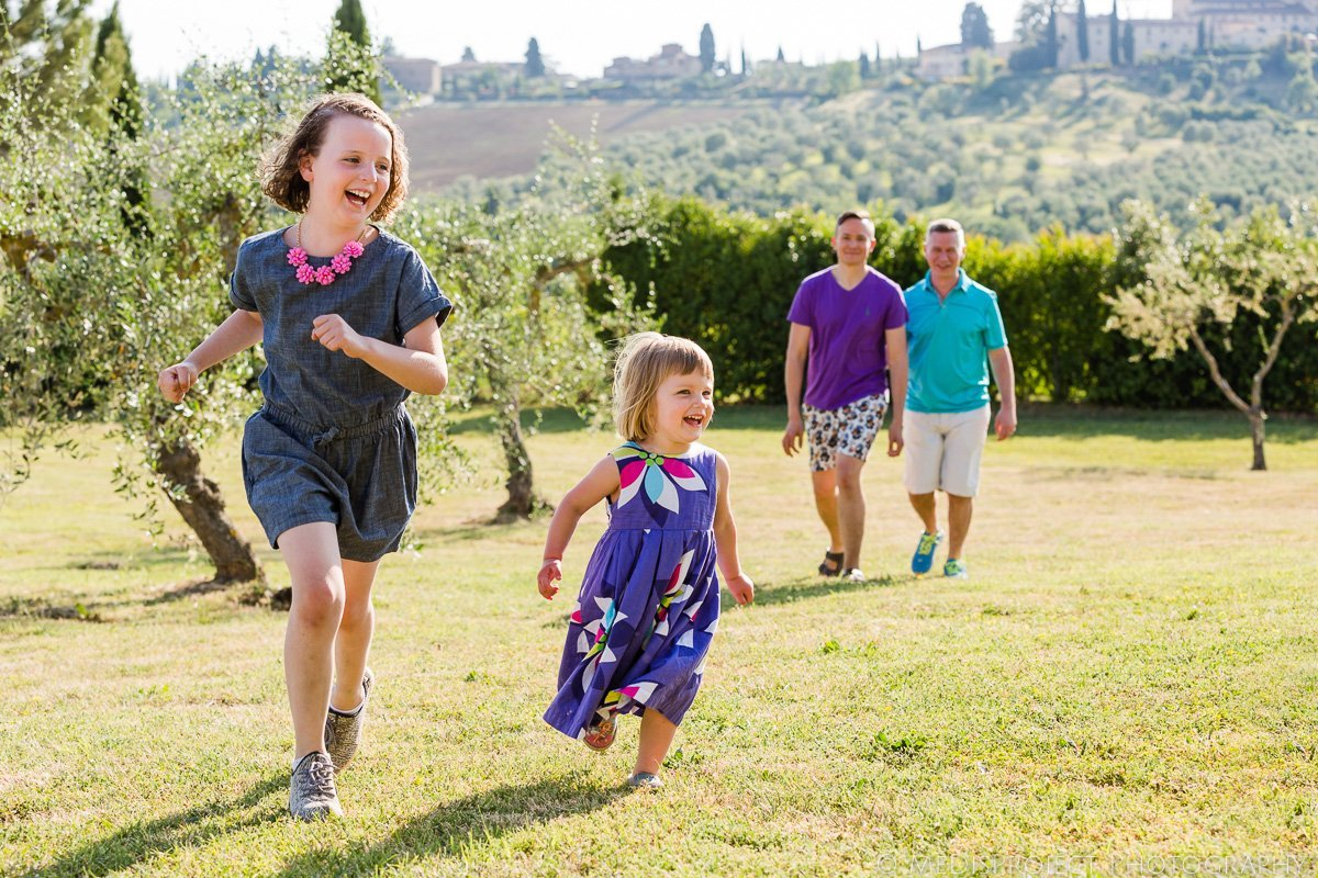love makes a family photoshoot in Tuscany