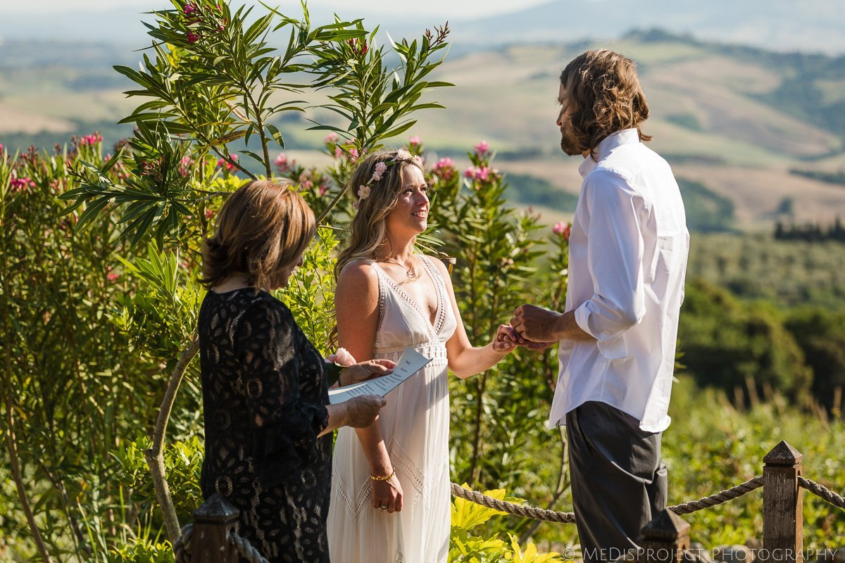 bohemian style couple elopement in Tuscany