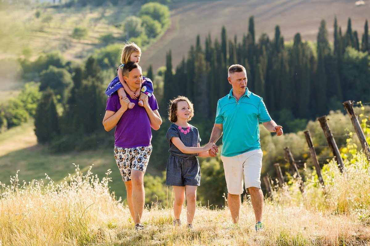 love makes a family photoshoot in Chianti